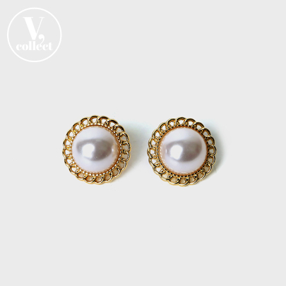 [V,Collect] Gold Frame Pearl Earring