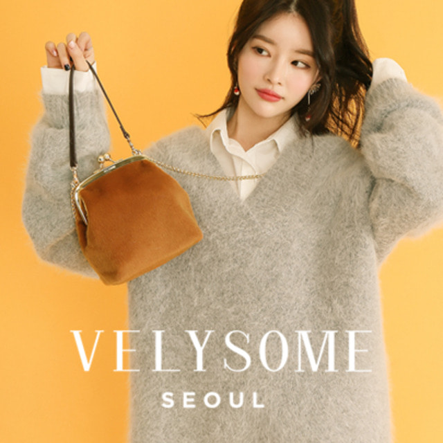 [VELYSOME] Kiss Lock Faux Fur Bag